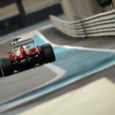 Vista trasera del F138 durante los Libres 2 del Gran Premio de Abu Dabi