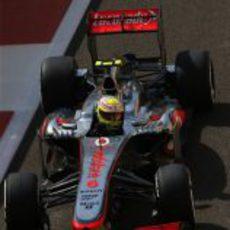 Sergio Pérez prueba el rendimiento del neumático medio
