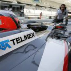 Los mecánicos de Sauber introducen a Nico Hülkenberg en el box