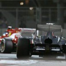 Esteban Gutiérrez persigue a uno de los Ferrari en Abu Dabi