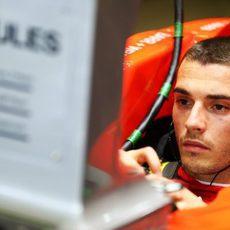 Jules Bianchi estudia la telemetría