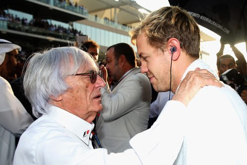Bernie Ecclestone habla con Sebastian Vettel