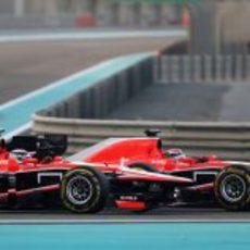 Jules Bianchi adelanta a Chilton