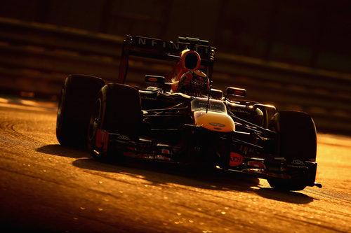 Increíble fotografía de Mark Webber durante la carrera en el Yas Marina
