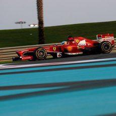 Fernando Alonso usa el blando en el primer stint