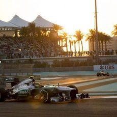 Lewis Hamilton acabó séptimo en Yas Marina