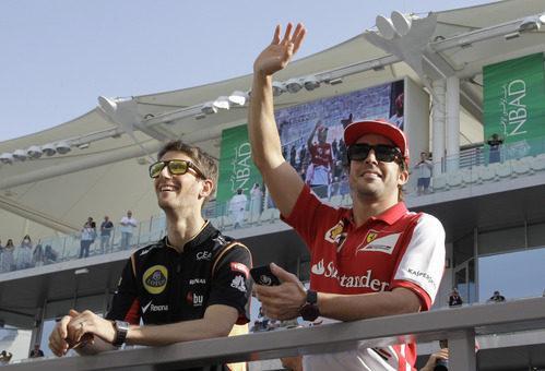 Romain Grosjean y Fernando Alonso en el drivers' parade