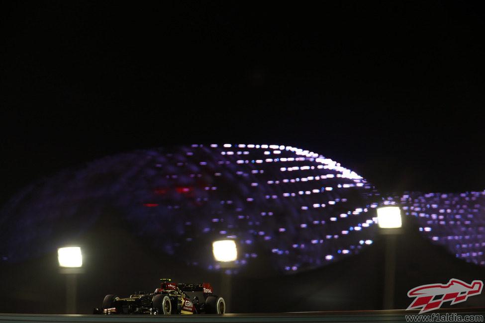 Romain Grosjean bajo la espectacular noche de Abu Dabi