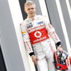 Kevin Magnussen posa como piloto McLaren