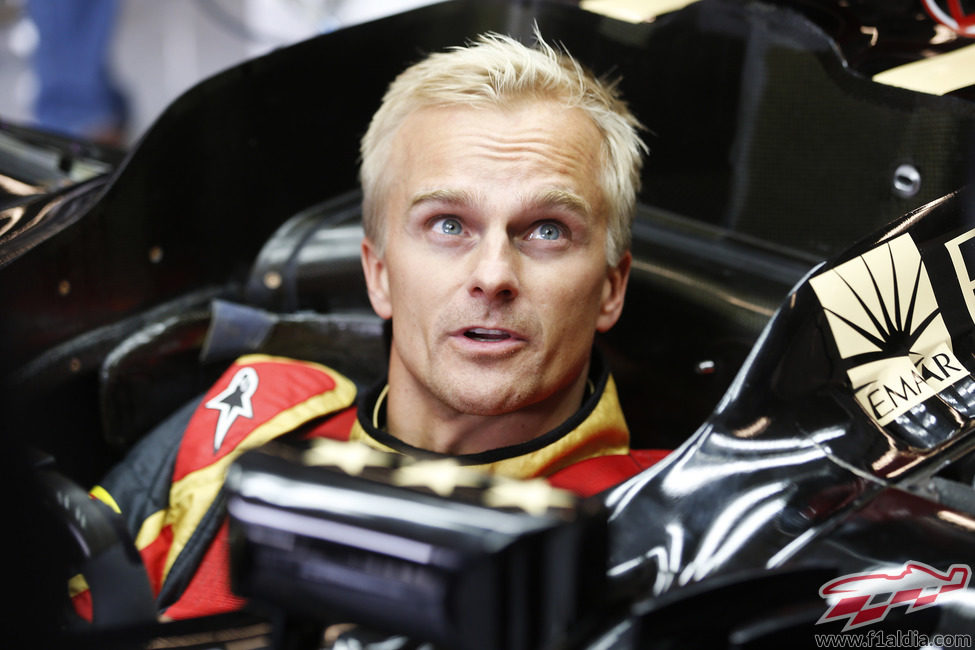 Heikki Kovalainen, sentado en el E21