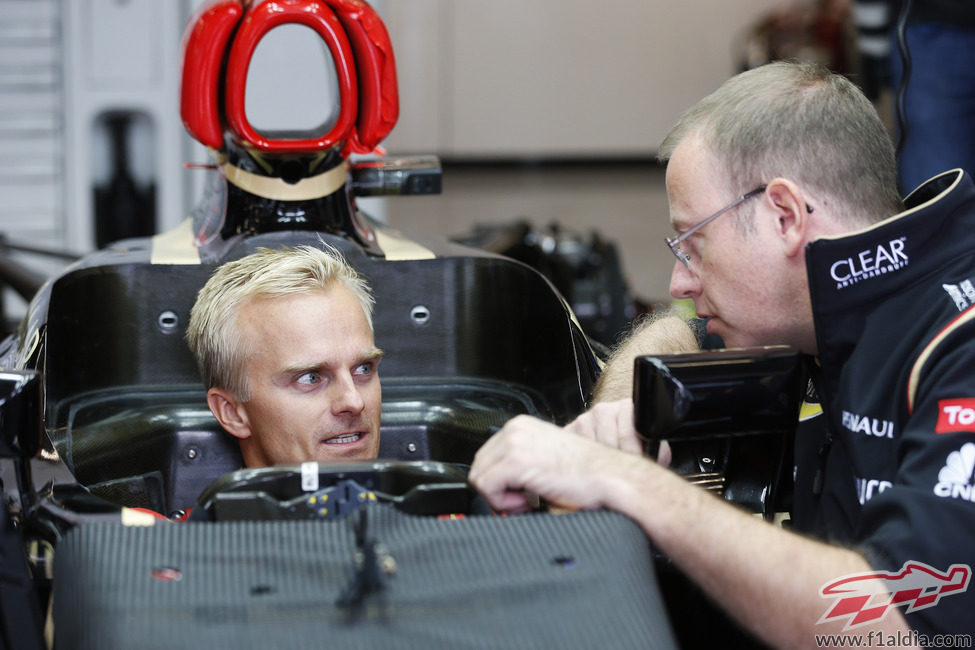 Heikki Kovalainen prueba el asiento en Lotus