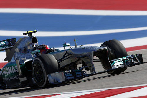 Lewis Hamilton prueba el compuesto medio