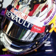 Primer plano del casco de Vettel