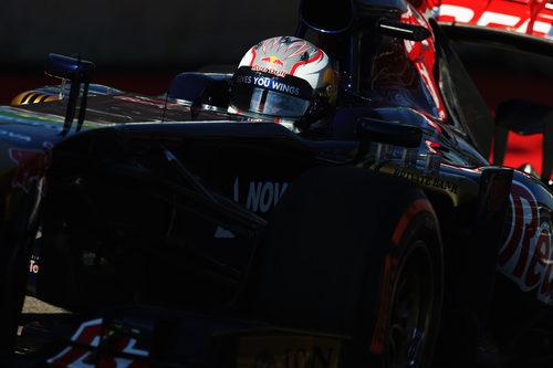Daniil Kvyat rueda a toda velocidad con el STR8