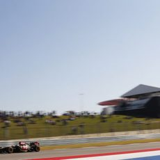 Primeros metros de Heikki Kovalainen con el Lotus E21