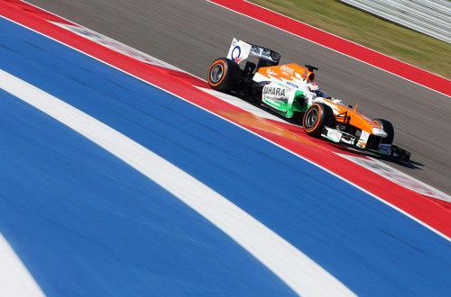 Paul di Resta supera una vuelta más en el COTA