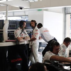 Jenson Button, en el box de McLaren