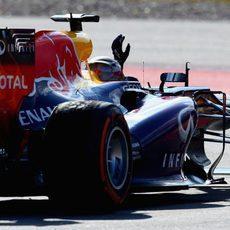Sebastian Vettel saluda desde el RB9