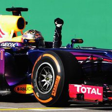 Sebastian Vettel celebra su victoria en el RB9