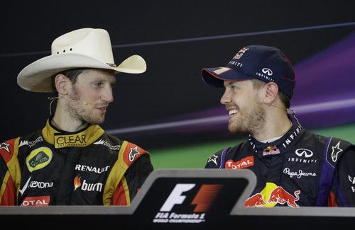 A Sebastian Vettel le hace gracia el sombrero de Romain Grosjean