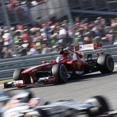Fernando Alonso persigue a Nico Hülkenberg