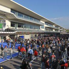 El 'pitlane' del Circuito de las Américas lleno de aficionados