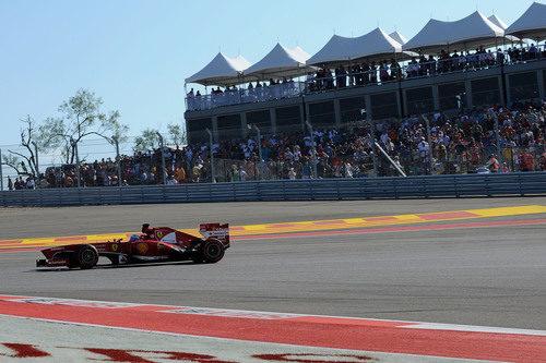 Fernando Alonso avanza en el COTA
