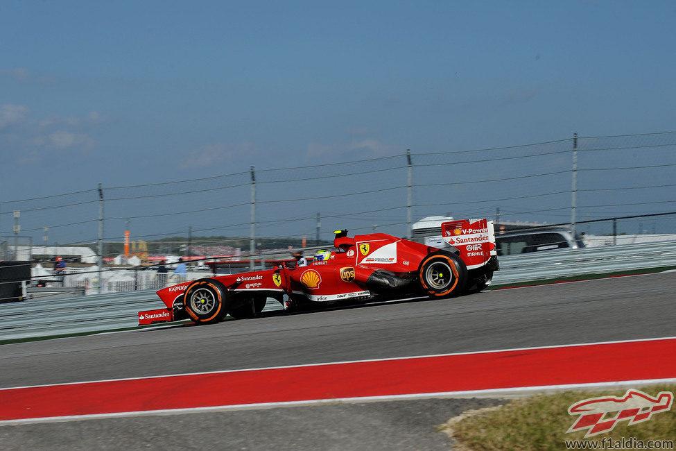 Felipe Massa no logró puntuar en Austin