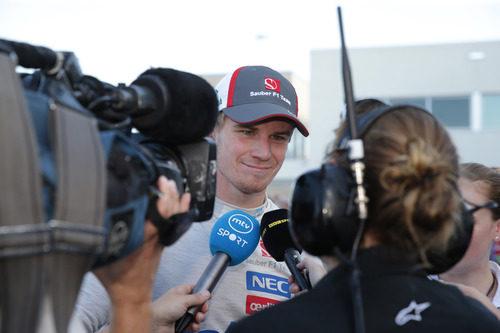 Nico Hülkenberg atiende a la prensa