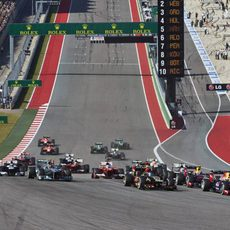 Los Mercedes atacan en la salida