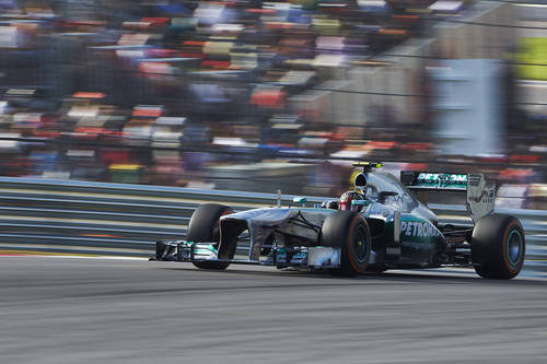 Lewis Hamilton exprime sus neumáticos