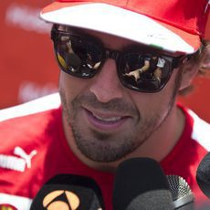 La prensa, atenta a Fernando Alonso