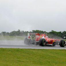Felipe Massa levanta una gran cantidad de agua
