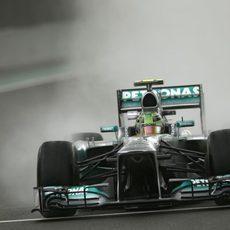 Lewis Hamilton estrenó un casco con tonos verdosos en Brasil