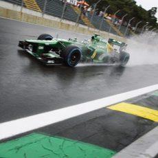 Giedo van der Garde pasa por la recta principal de Interlagos