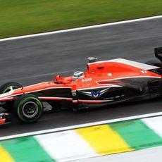 Jules Bianchi con los intermedios en Interlagos