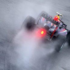 Mark Webber rueda con el compuesto de lluvia extrema