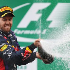 Sebastian Vettel descorcha el champán