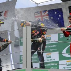 Baño de champán en el podio de Brasil