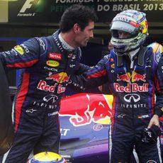 Último saludo de Mark Webber y Sebastian Vettel como compañeros