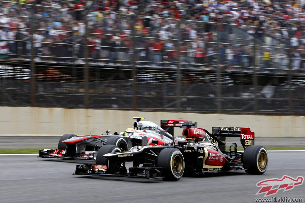 Heikki Kovalainen adelanta a Sergio Pérez