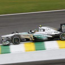 Lewis Hamilton fue sancionado en carrera