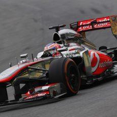 Jenson Button casi llega al podio en Interlagos