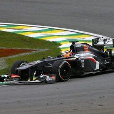Nico Hülkenberg coge una curva en Interlagos