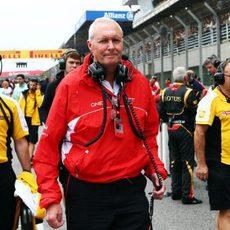 John Booth en la parrilla del GP de Brasil antes de la salida