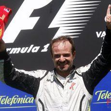 Barrichello logra la victoria