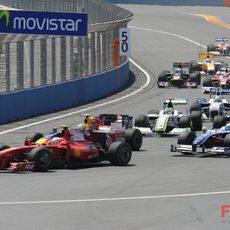 Raikkonen en la primera curva