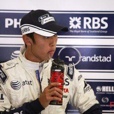 Nakajima bebiendo