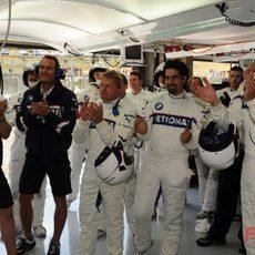 El equipo BMW celebra el tercer puesto