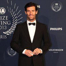 Mark Webber, muy elegante, a la entrada